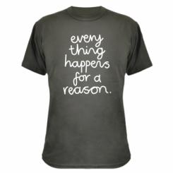 Камуфляжна футболка Everything happens for a reason