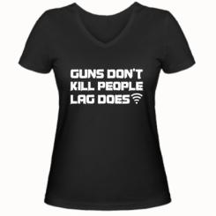 Жіноча футболка з V-подібним вирізом Guns don't kill people, lag does